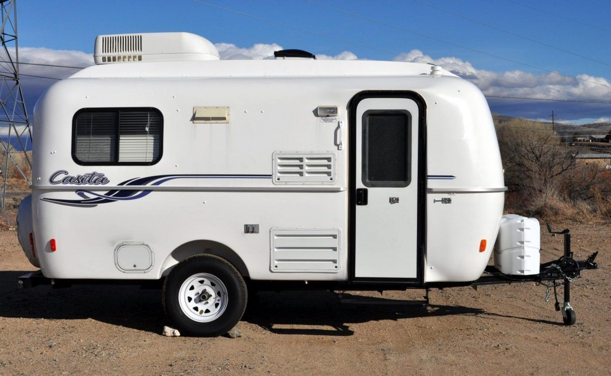 Small Travel Trailer With Bathroom In 2020 Small Travel Trailers