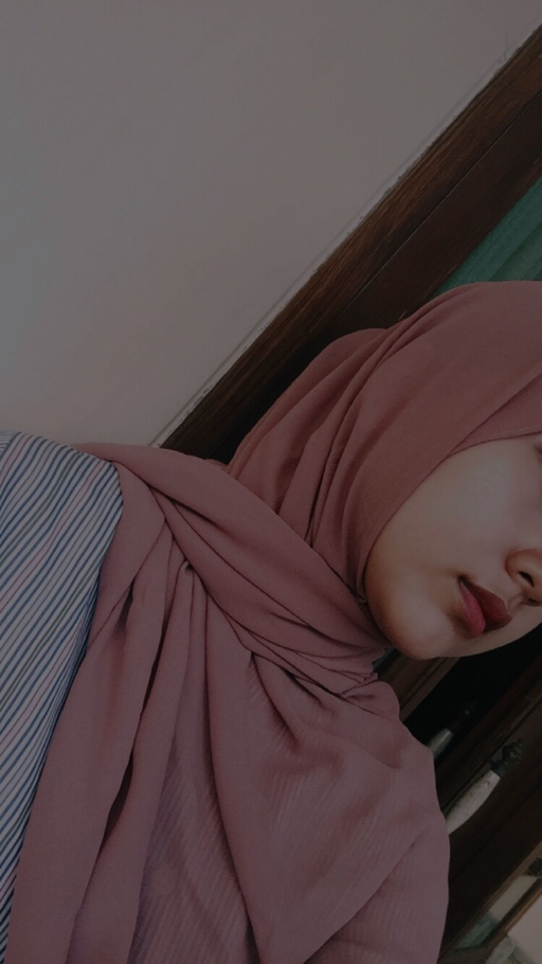 See more ideas about hijabi outfits casual, hijab fashion, hijabi fashion. Pin Oleh ضہ ہ حہڪة ألمہ Di Hijab Gaya Remaja Gambar Gadis Cantik Potret Diri