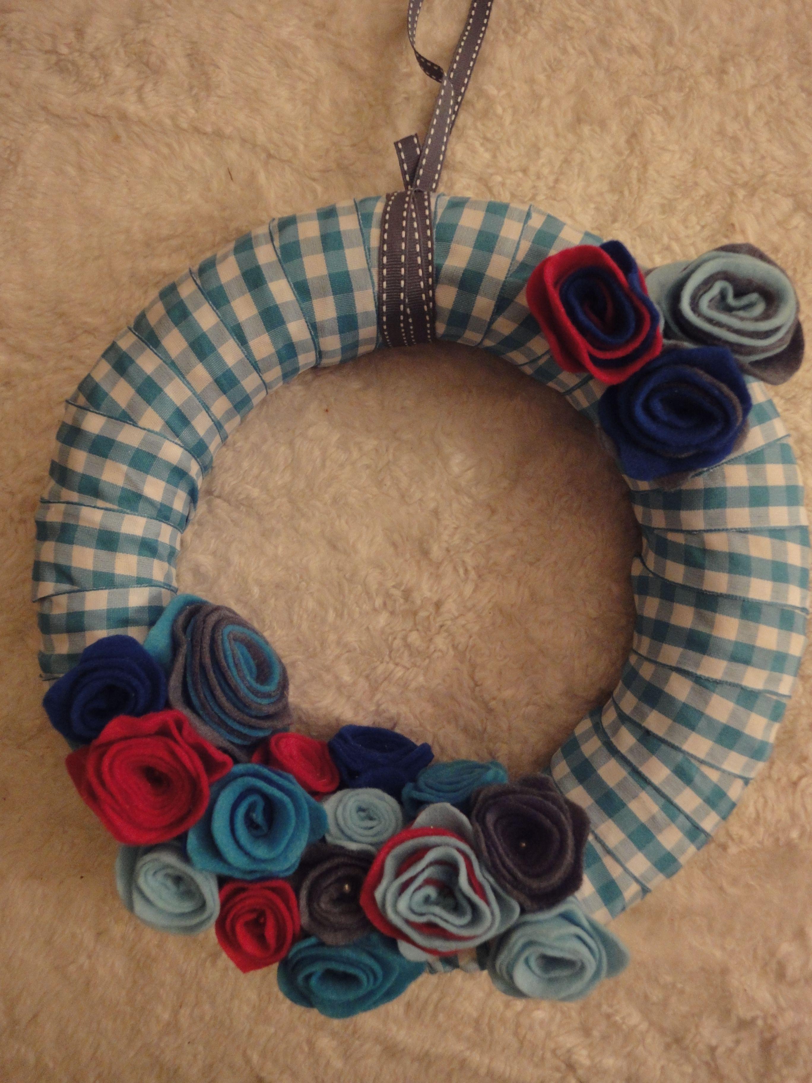 It´s a boy wreath, het is een jongen geboortekrans. Leuk voor aan de deur. Gemaakt tijdens een vrijgezellenfeestje bij Crea bij engel.
