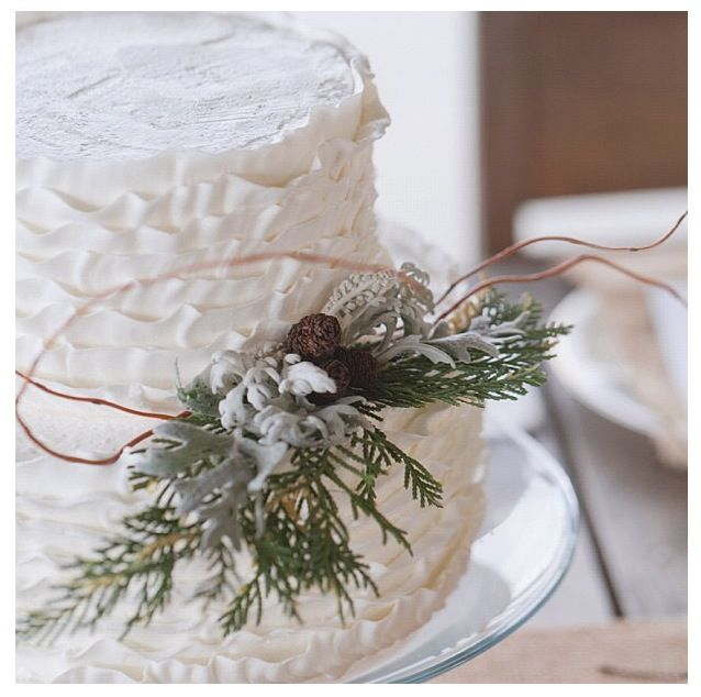 Rustic winter wedding cake ... #rustic #winter #wedding ... https://itunes.apple.com/us/app/the-gold-wedding-planner/id498112599?ls=1=8 … Tips on how to organise your dream wedding, within your budget ♥