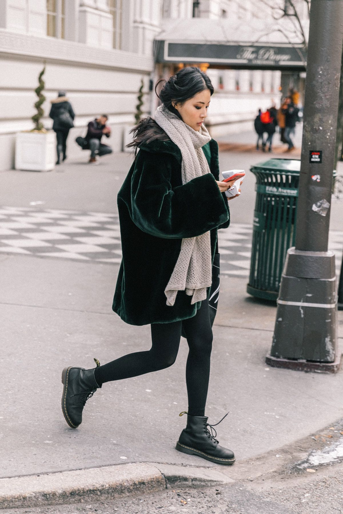 Cuando todo lo que necesitas es un abrigo de pelo y unas Dr Martens ... a2e33202755