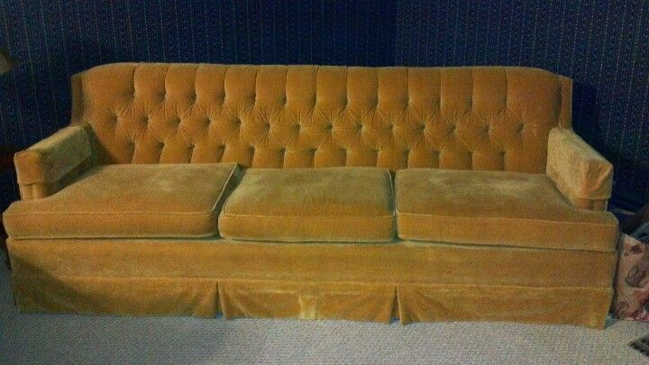 Lovely tufted couch