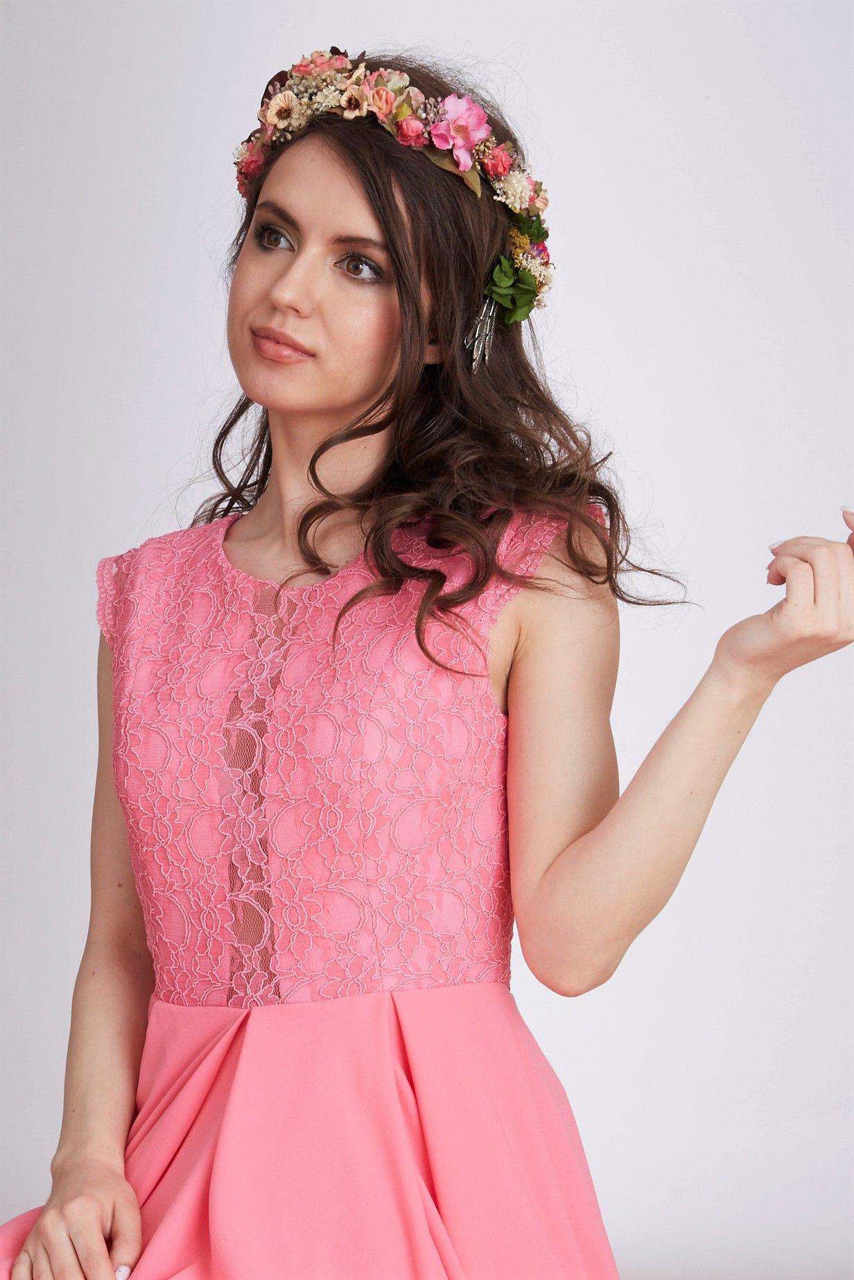 El mini vestido Christy con el cuerpo de encaje y preciosa falda de ...