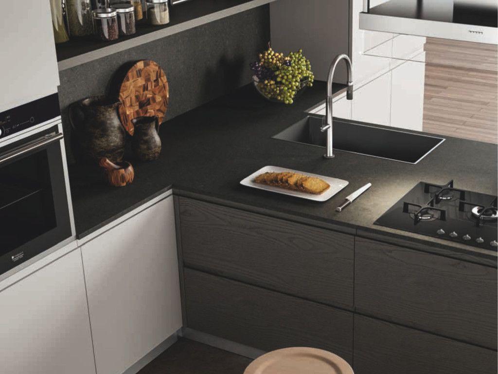 Esempio di piano cucina in Okite grigio effetto pietra ...