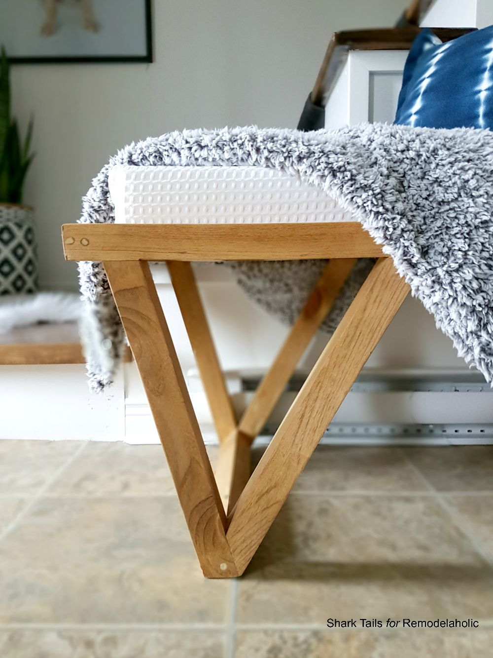 Free Building Plan And Tutorial Mid Century Modern Inspired Triangle Leg Bench Mid Century Modern Furniture Plans Diy Cushion Covers Woodworking Bench Plans