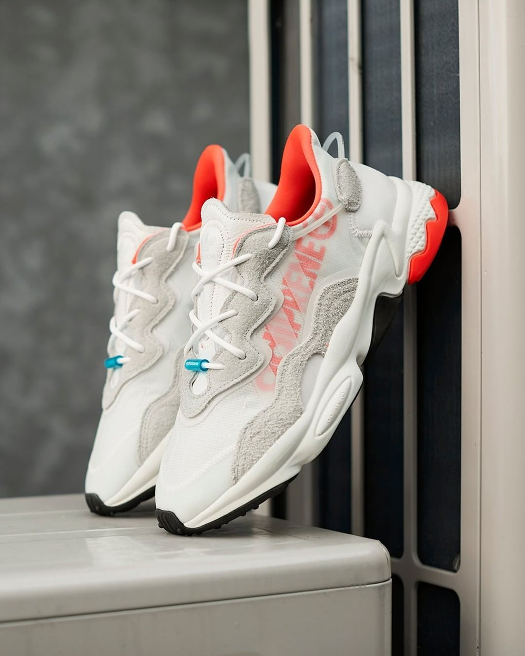 Bolsa Impresión Sedante  adidas Originals retune their classic 1998 Ozweego silhouette for 2019,  landing in a vibrant cloud white/solar red colourway | Sneakers, Sneakers  nike, Fashion