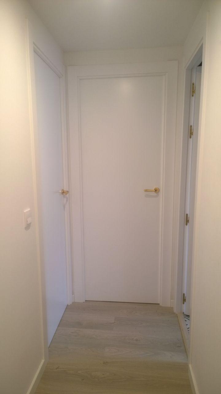 Puerta lacada lisa mod 950 de puertas sanrafael puertas - Casas con puertas blancas ...
