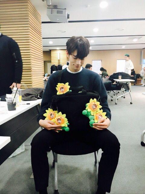 Seungjun and his children // KNK