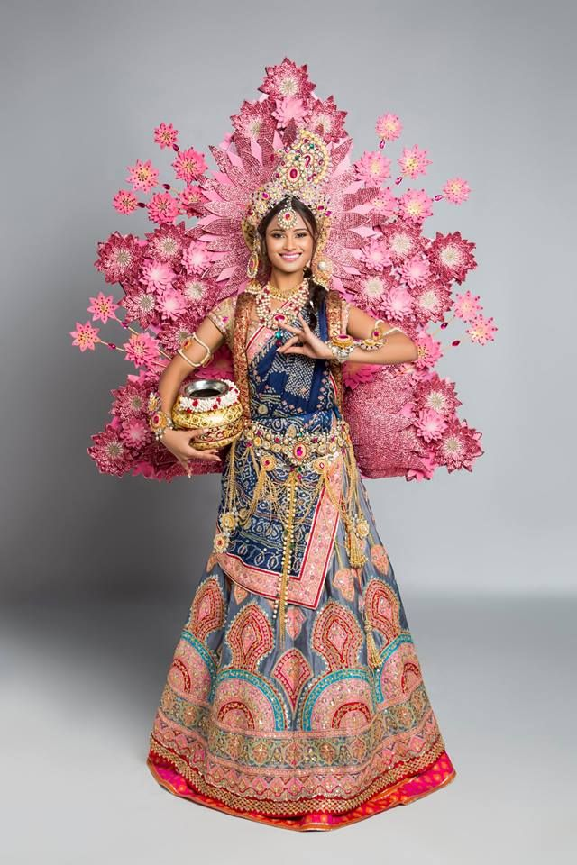 4c60fef0ad04 Presenting India's national costume at Miss Universe 2017. | T o ...