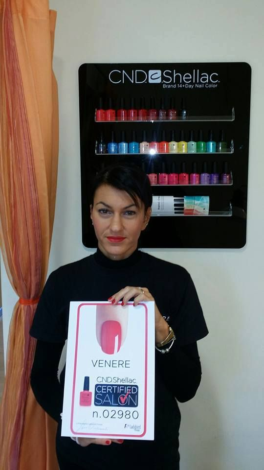 VENERE di Pieve S. Stefano (AR) ha ottenuto CND Shellac Certified Salon. Scopri anche tu come ottenerlo e partecipa ai corsi! http://www.cndworld.it http://www.cndworld.it/store-locator