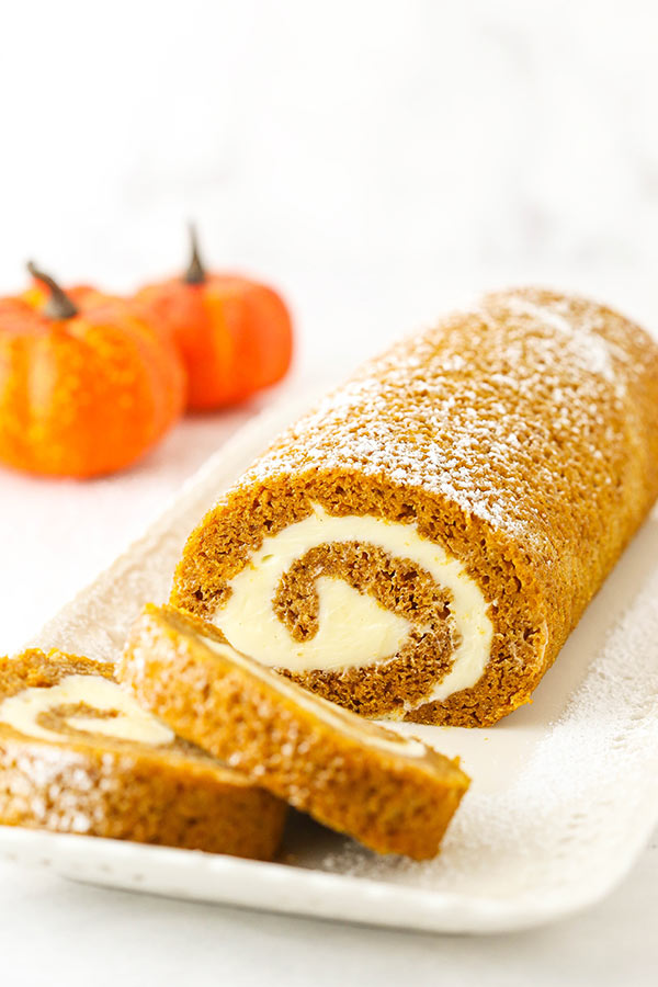 Easy and Amazingly Delicious Pumpkin Roll Cake Rec