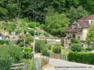 Hameau De Vau Au Pied Du Chateau De Frontenay A 5 Mn De Nos Chambres D Hotes Jura Jura Tourisme Chateau Chalon Jura