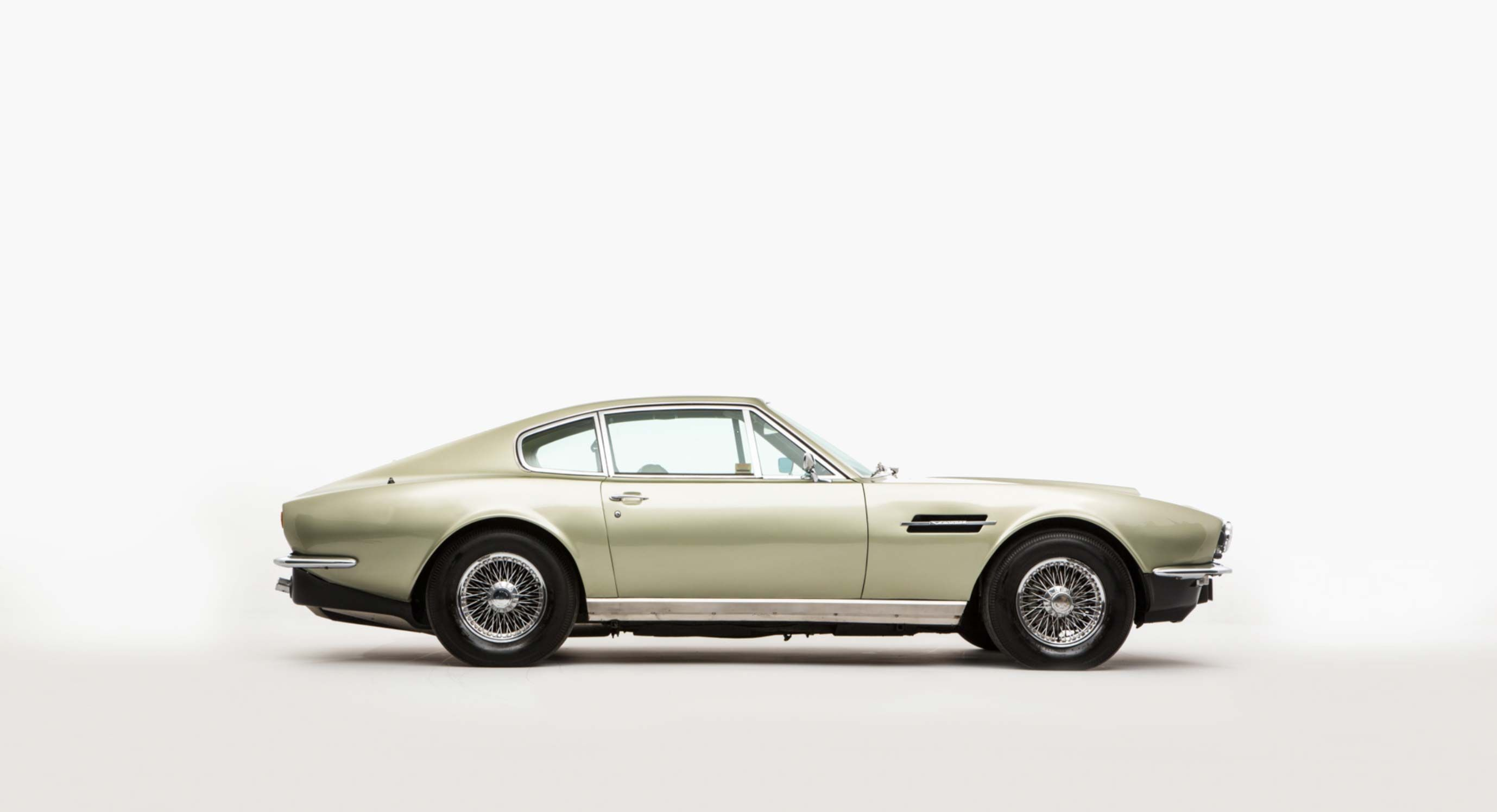 Aston Martin Vantage S Don T Usually Come This Cheap Opumo Magazine Aston Martin Vantage Aston Martin Vantage S Aston Martin