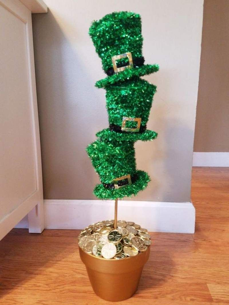 St Patrick S Day Decorations Which Are Lucky And Cheerful Hike N Dip St Patrick S Day Decorations St Patricks Crafts St Patricks Decorations