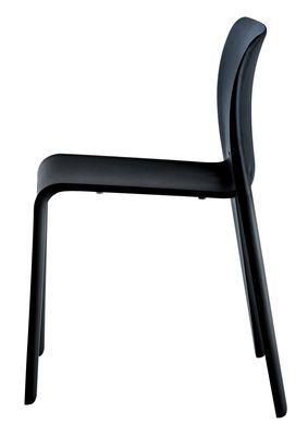 Chaise Empilable First Chair Magis Noir Made In Design Chaise Plastique Chaise Fauteuil Chaise Empilable