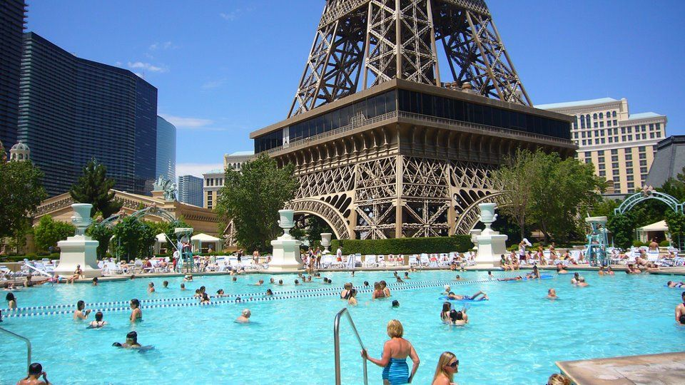 Paris Las Vegas Hotel Casino Pool Las Vegas Lifestyle Pinterest Paris Las Vegas And Vegas