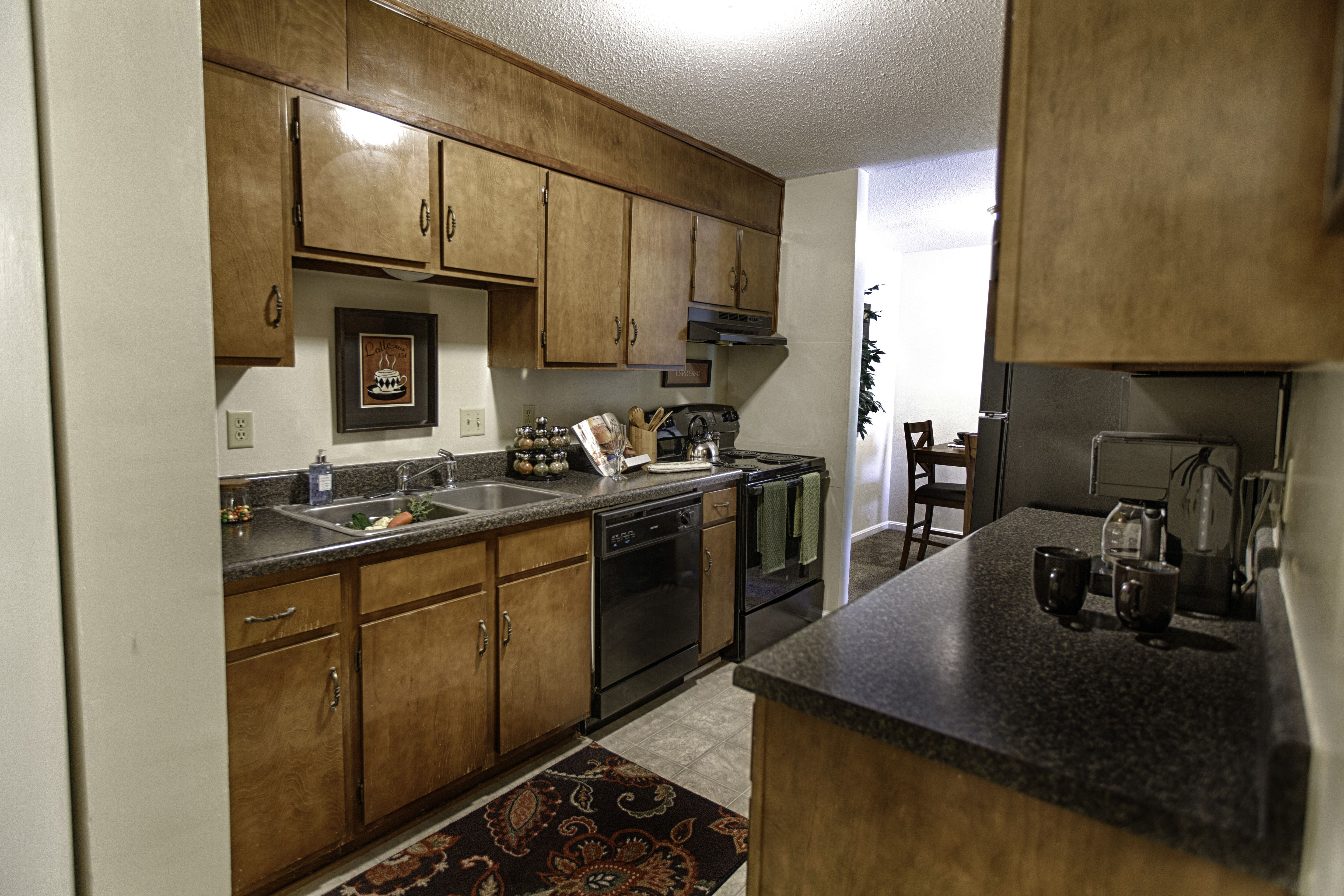 Great Kitchen with Washer/dryer connections, all amenities ...