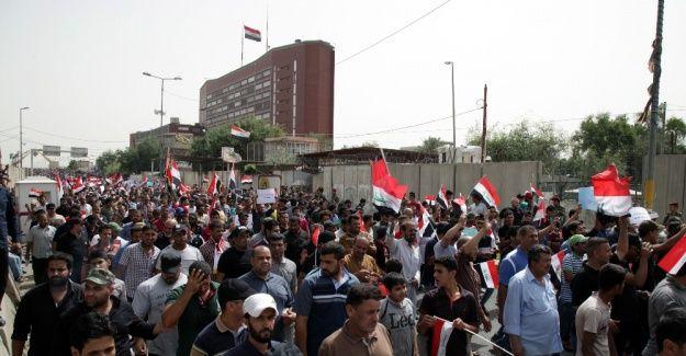 'Irak'ta parlamento binasını bastılar