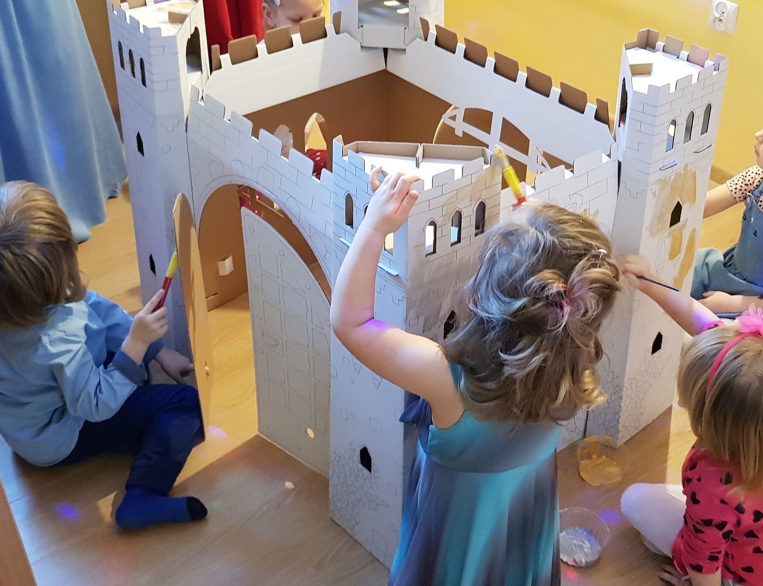Tematyczne Przyjecie Urodzinowe Urodziny W Krainie Lodu Budowa Zamku W Arendel Zabawa Scenariuszowa W Krainie Lodu Tematyczne With Images Urodziny Dzieci Przyjecia