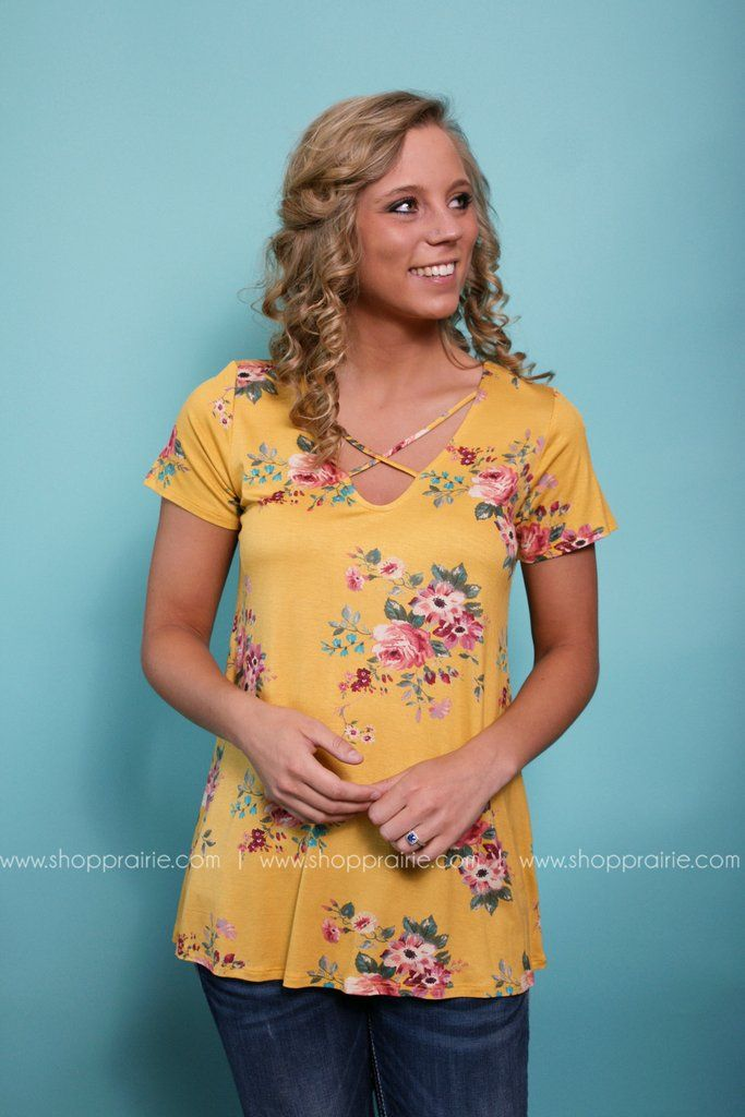 #midwest #summer #fashion #online #boutique #ootd #style #outfit #yellow #floral #crisscross