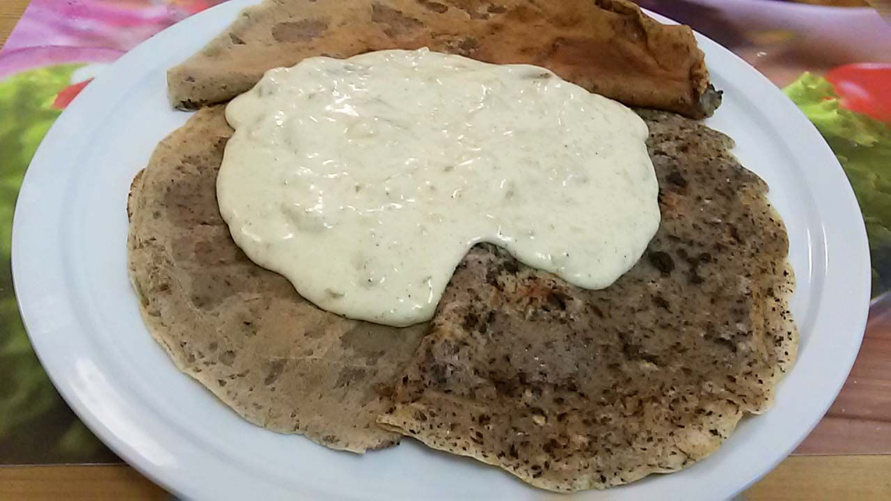 Dessert Aus Kroatien Palacinke Mit Vanille Weinschaum Kroatische Rezepte Lebensmittel Essen Dessert