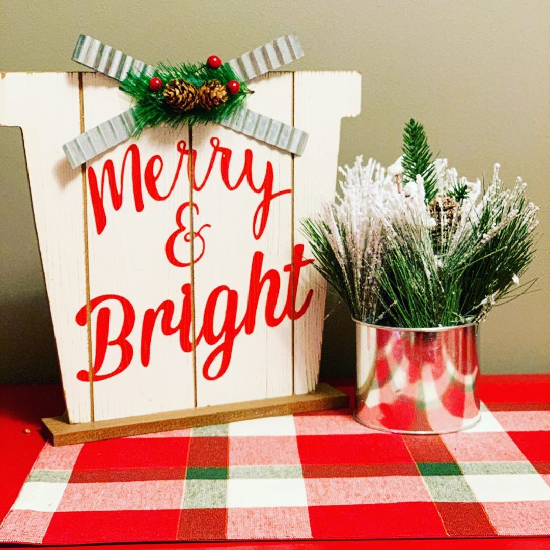 Its Beginning To Look A Lot Like Christmas Everywhere You Go I Love The Feeling Of Christmas I Love Merry And Bright Novelty Sign Merry