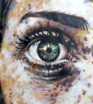 Thomas Saliot - Close up green eyes freckles