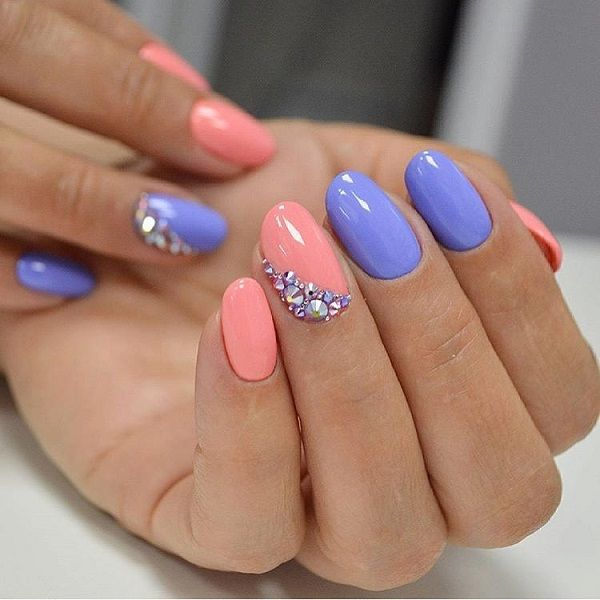 The Sequenced Nail Art Design Paint Your Nails With Your Favorite Colors And Stud Them Up Like The One Above Trendy Nails Toe Nails Holiday Nails