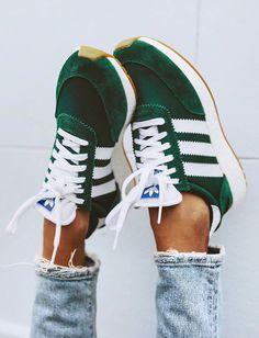 Le vert sapin sied particulièrement bien aux Adidas Iniki