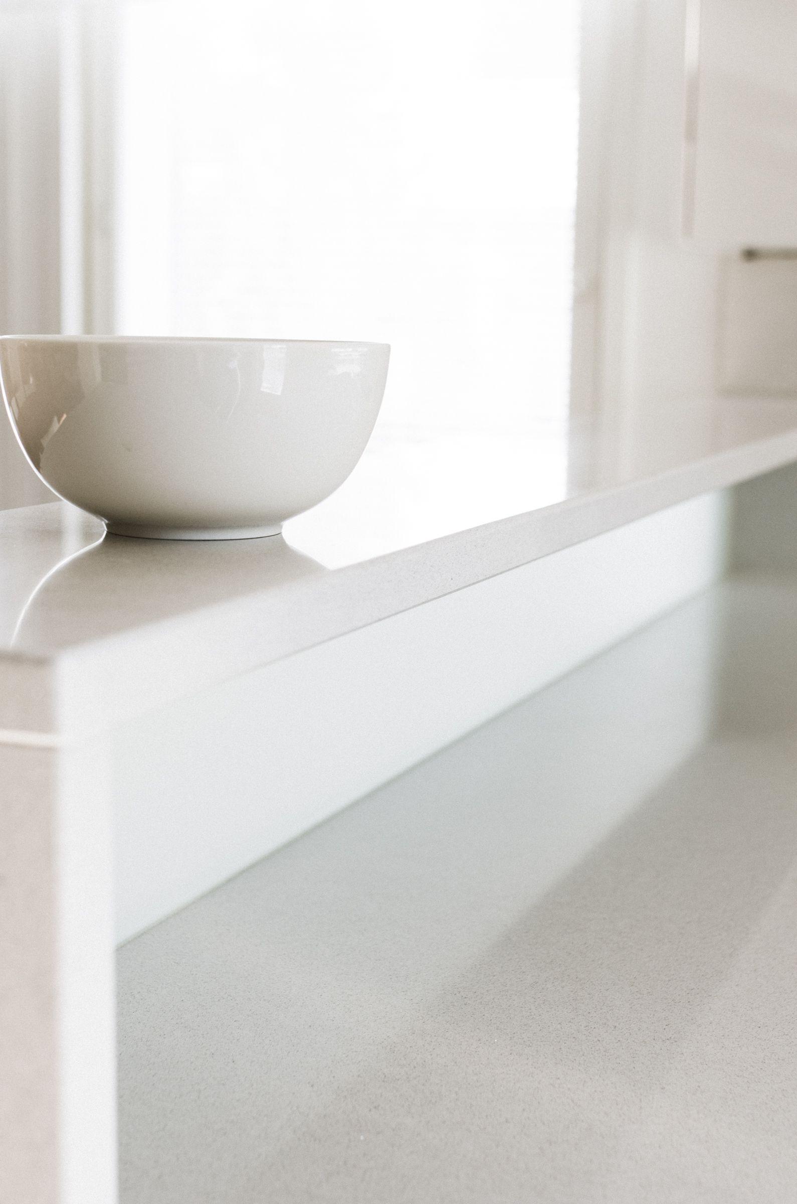 Puustellin vaalea keittiö – Nordic Atmosphere