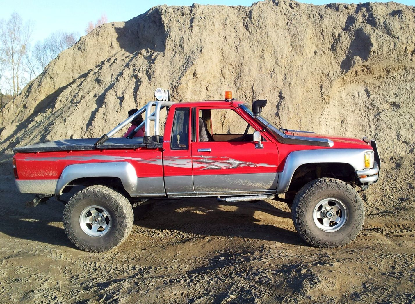 toyota hilux extra cab 1985 the best stuff in the world pinterest toyota toyota trucks. Black Bedroom Furniture Sets. Home Design Ideas