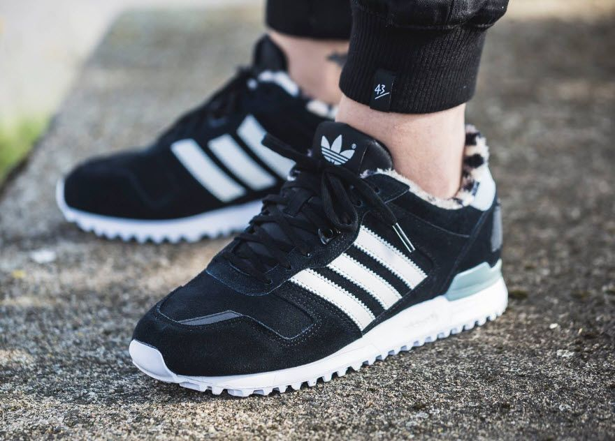 detailed look 18e86 12bad adidas Originals ZX700