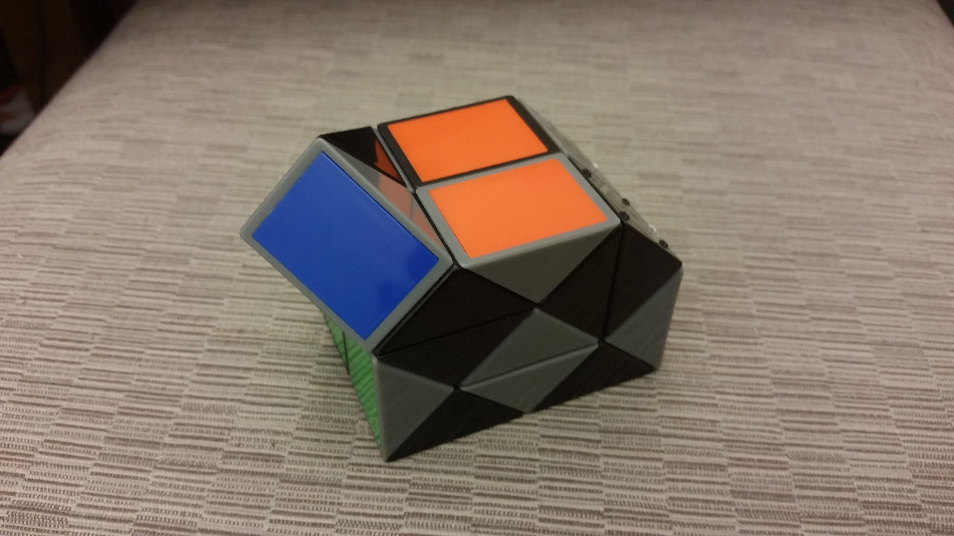 What Rubik S Twist Configuration Has The Lowest Visible Surface Triangular Prism Twist