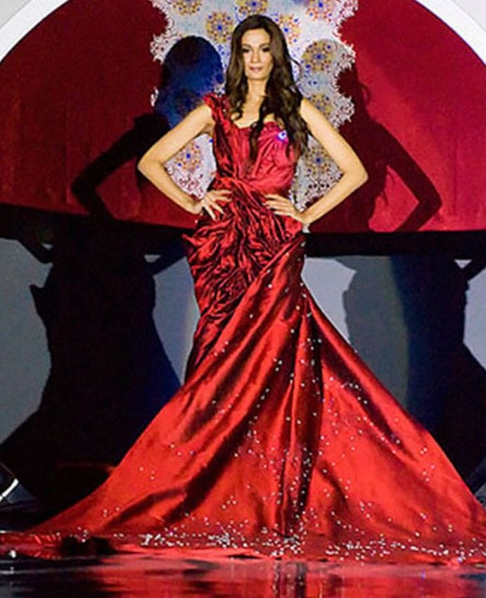 Top Most Expensive Dresses Around The World In - Models wearing amazing dresses in the worlds most beautiful locations