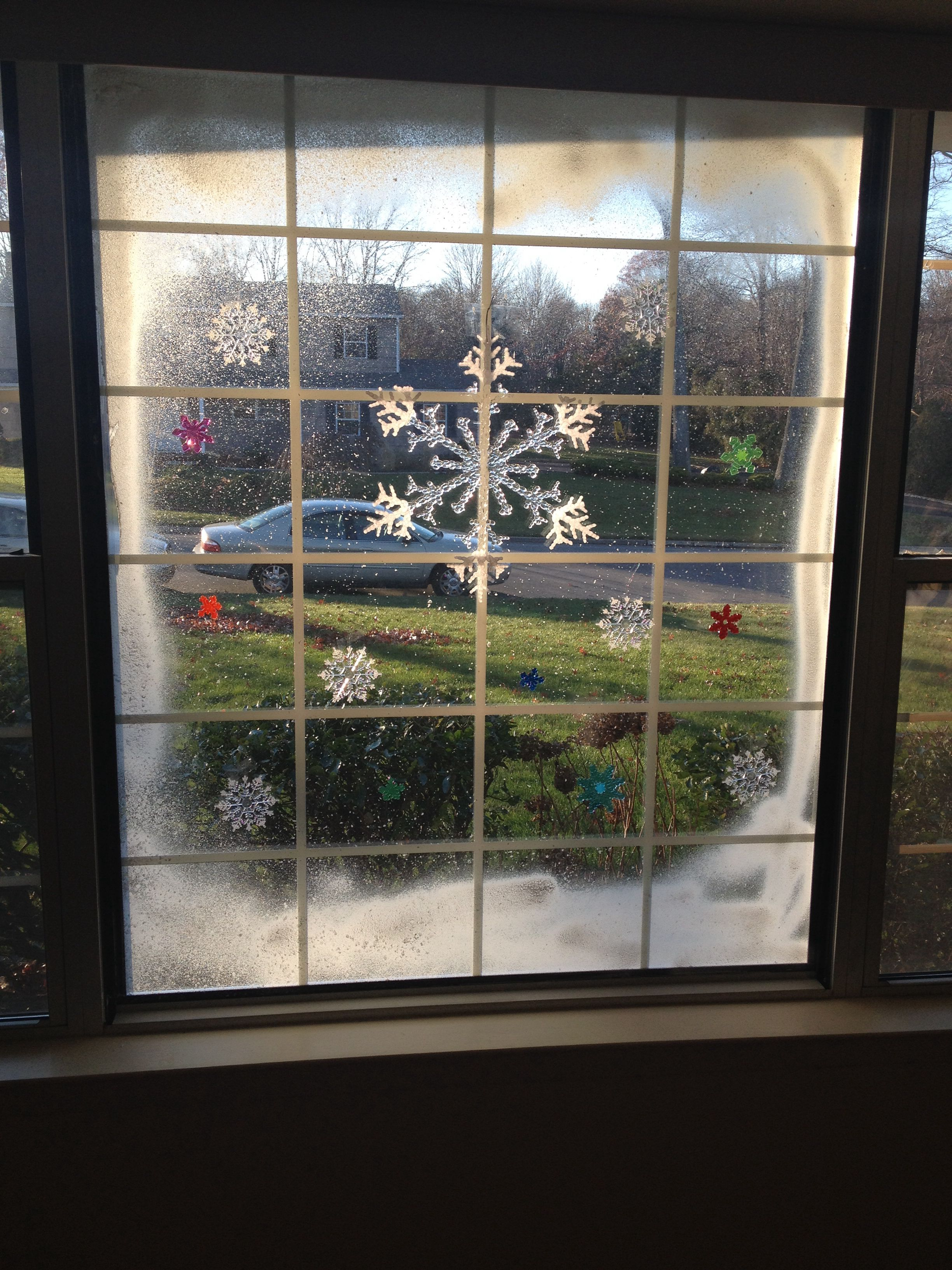 Christmas window art. Spray snow and cling ons | DIY ...