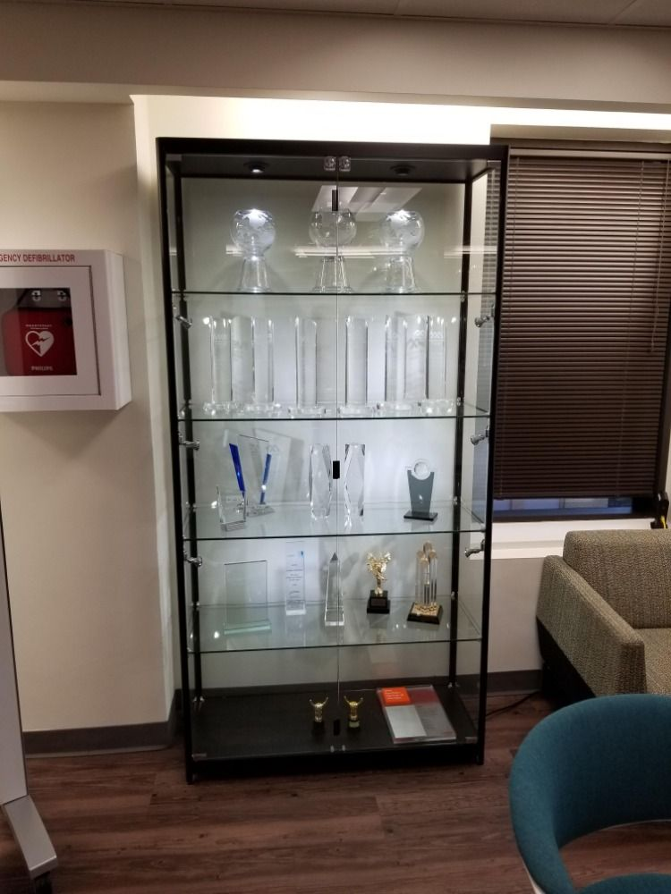 40 display case w led top side lights 4 fixed shelves