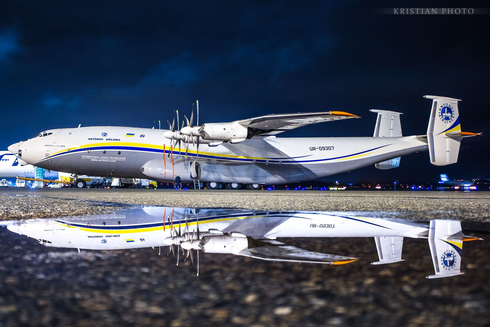 An22 Antonov Airlines Antonov Cargo Transporter