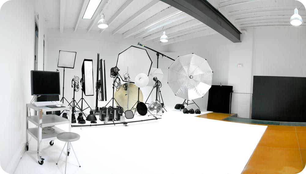 PHOTOGRAPHY STUDIO RENTAL BARCELONA - MAXSTUDIO - PROFOTO LIGHTING EQUIPMENT