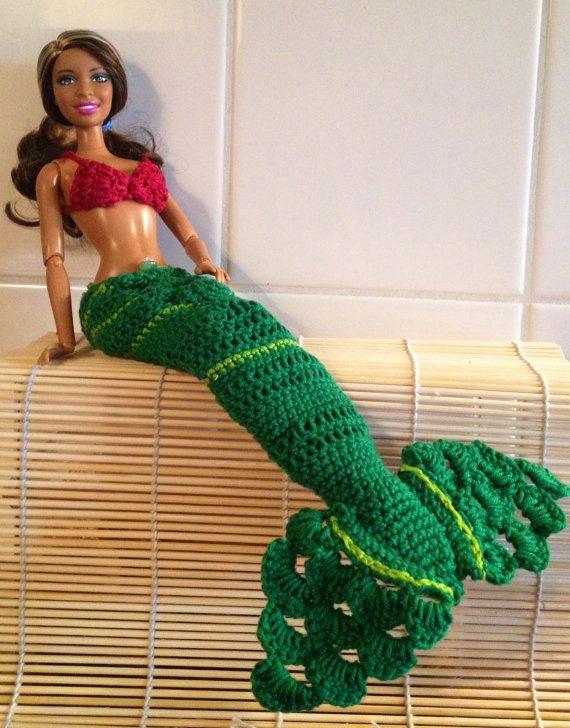 He encontrado este interesante anuncio de Etsy en https://www.etsy.com/es/listing/206089606/mermaid-tail-and-top-for-barbie-green