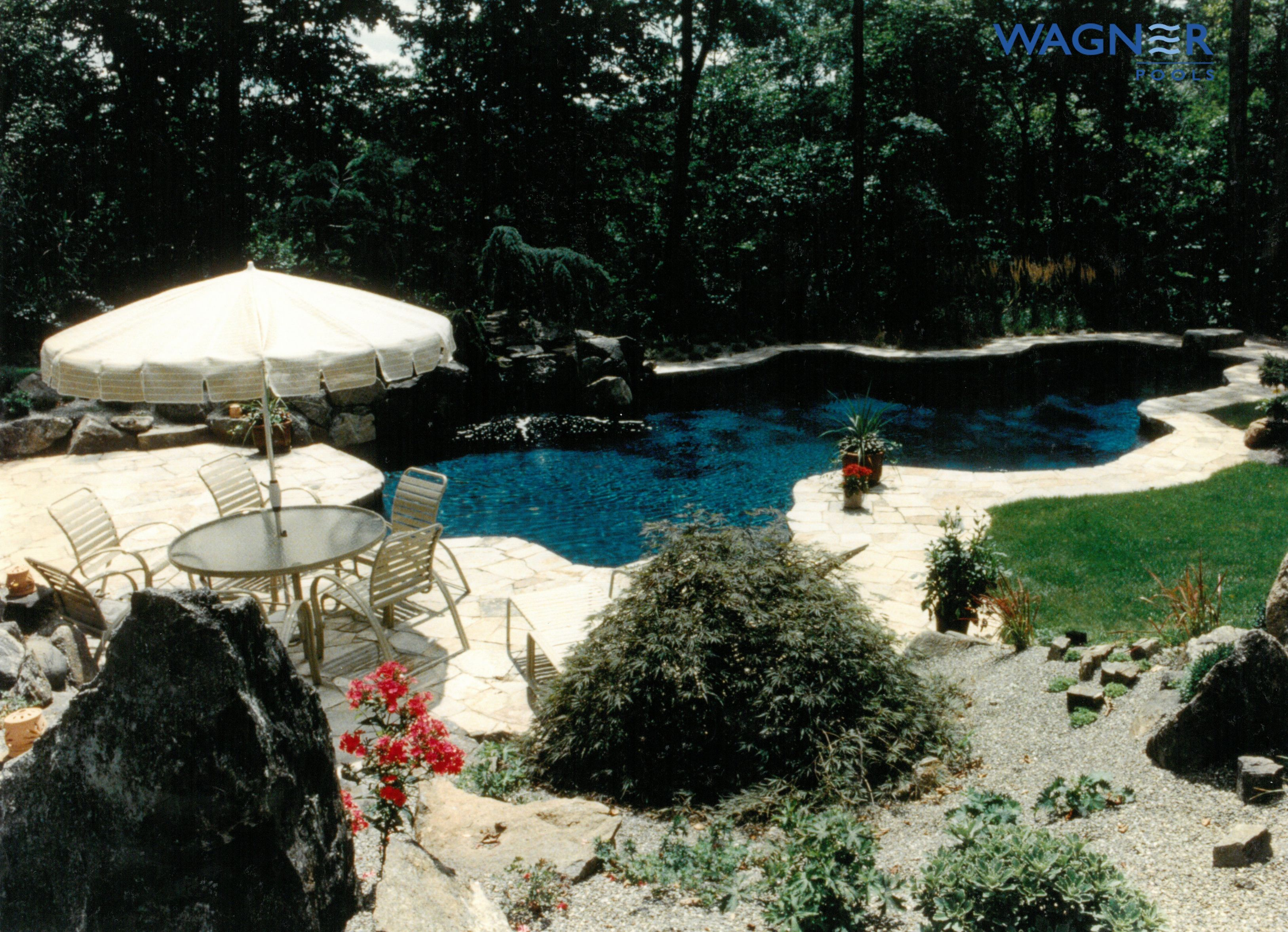 Natural Shape Gunite Swimming Pool Midnight Blue Pebble Finish In Floor Cleaning System