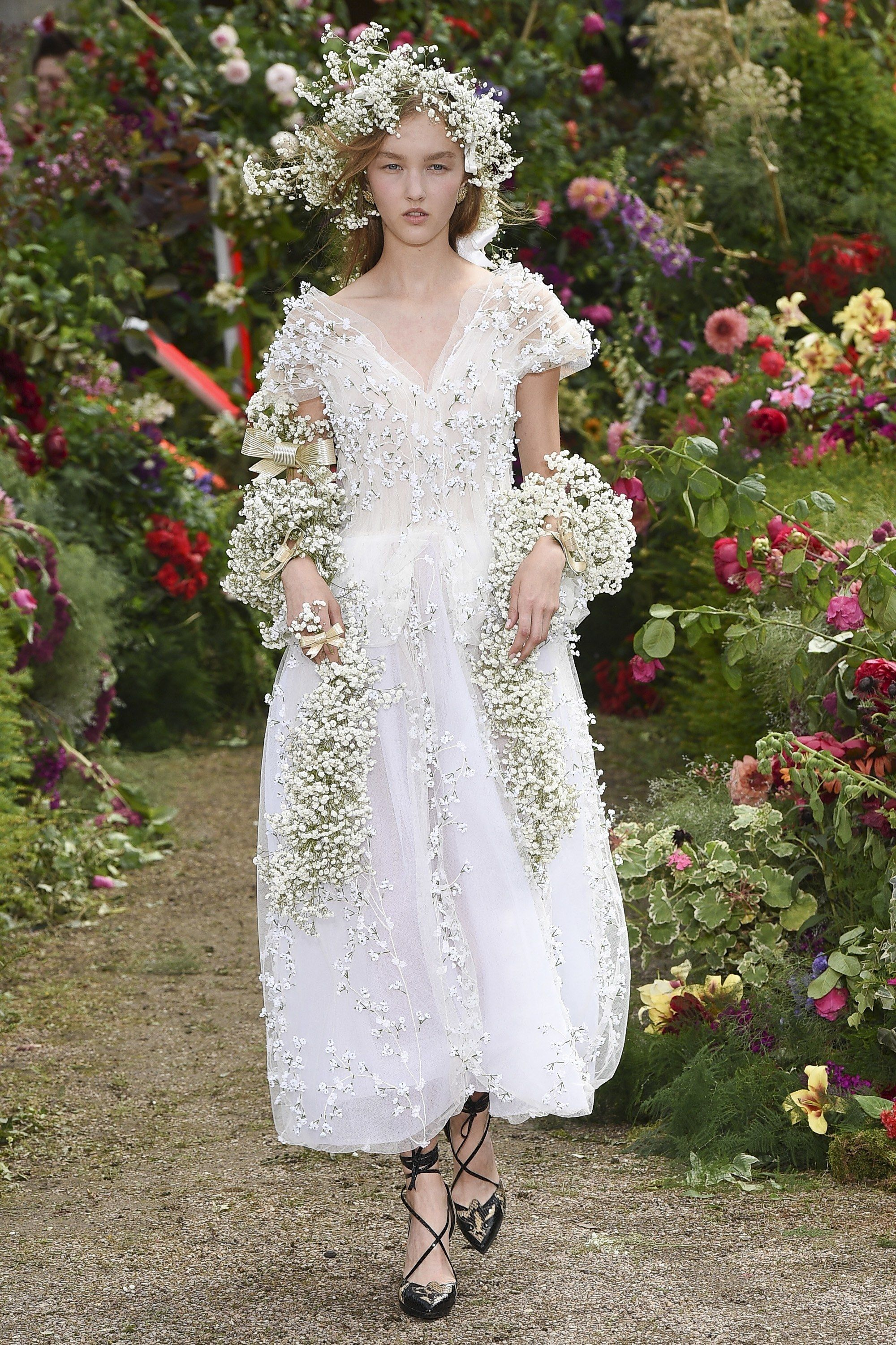 13 Wedding Dresses That Sophie Turner Can Wear Straight Off The Runway Flower Dresses Fashion Show Fashion