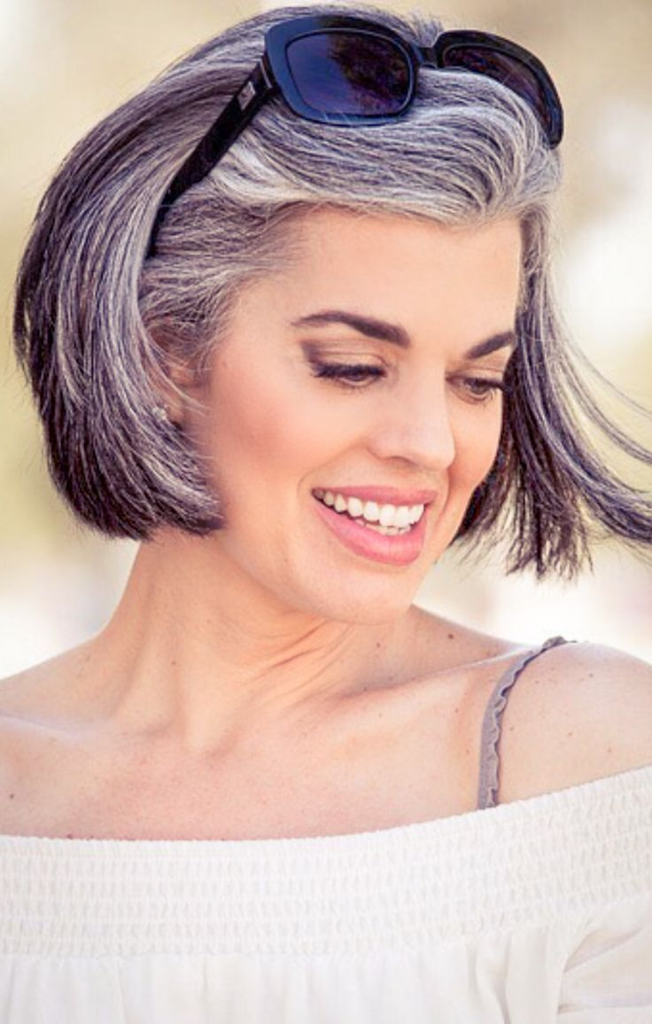 Salt And Pepper Hair She Looks Chic And Beautiful Natural Grey Hair On Women Is Simply Stunning Transition To Gray Hair Hair Styles Natural Hair Styles