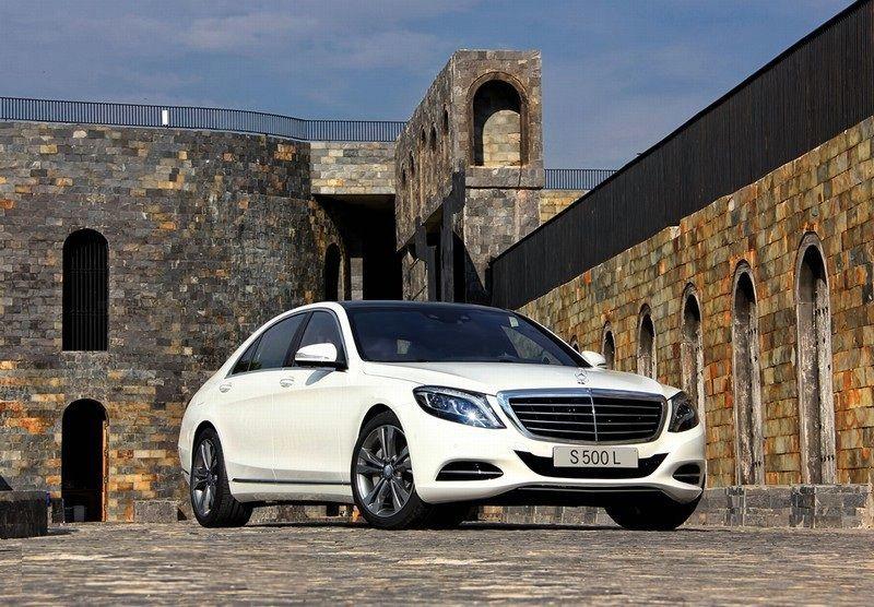 Mercedes S500 cùng phân khúc với Audi A8, BMW serie 7, Lexus LS nhưng vượt trội hơn hẳn với thiết kế, tiện nghi đẳng cấp, sang trọng & mức giá. 0976 25 6666