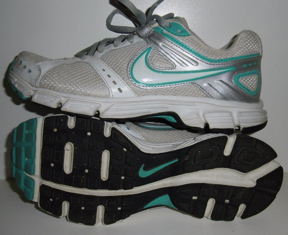 NIKE RUNNING SHOES WOMEN'S SZ: 6.5 AEROBICS ATHLETIC SHOES WHITE & LIGHT BLUE