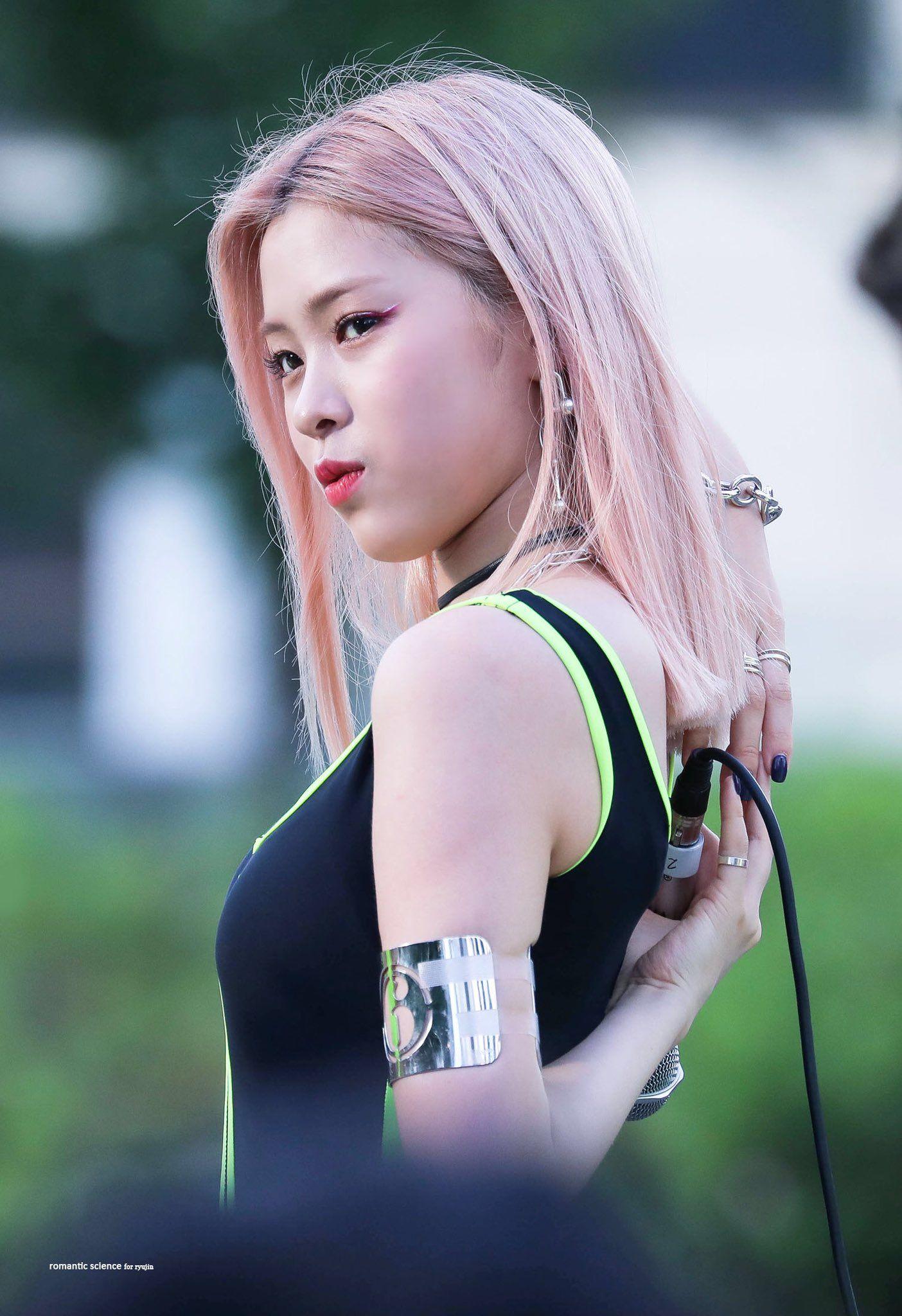 Romantic Science On Twitter Itzy Celebrities Kpop Girls