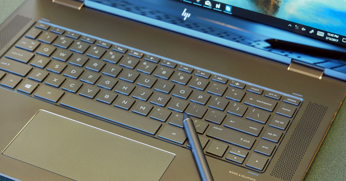 bit.ly/2oskBis Thicker or thinner: HP Spectre x360 15 vs. 15-inch MacBook Pro