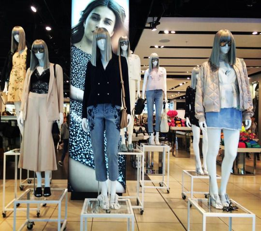"""TOPSHOP, Oxford Street, London, UK, """"Fashion distribution at different heights"""", photo by TrendZ Bureau, pinned by Ton van der Veer"""