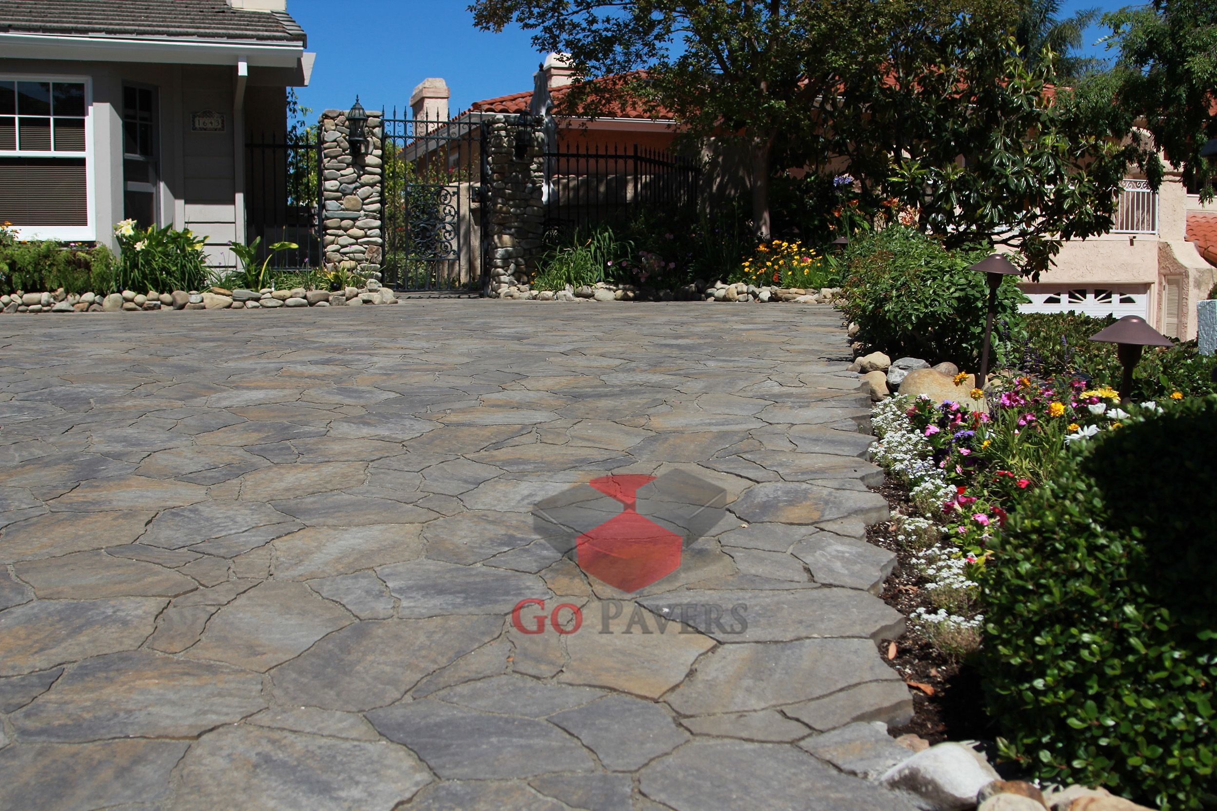 Thousand Oaks   Driveway   Belgard Mega Arbel Pavers, Victorian Color   View