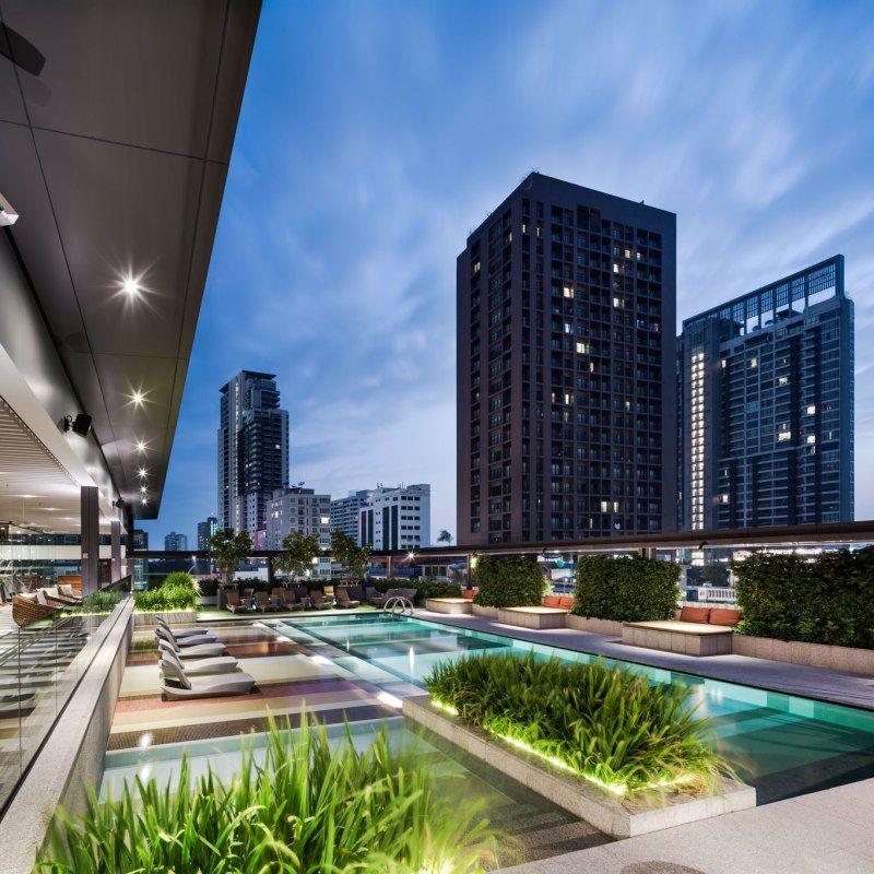 Hilton sukhumvit 24 double tree hotel landscape design for Rooftop pool design
