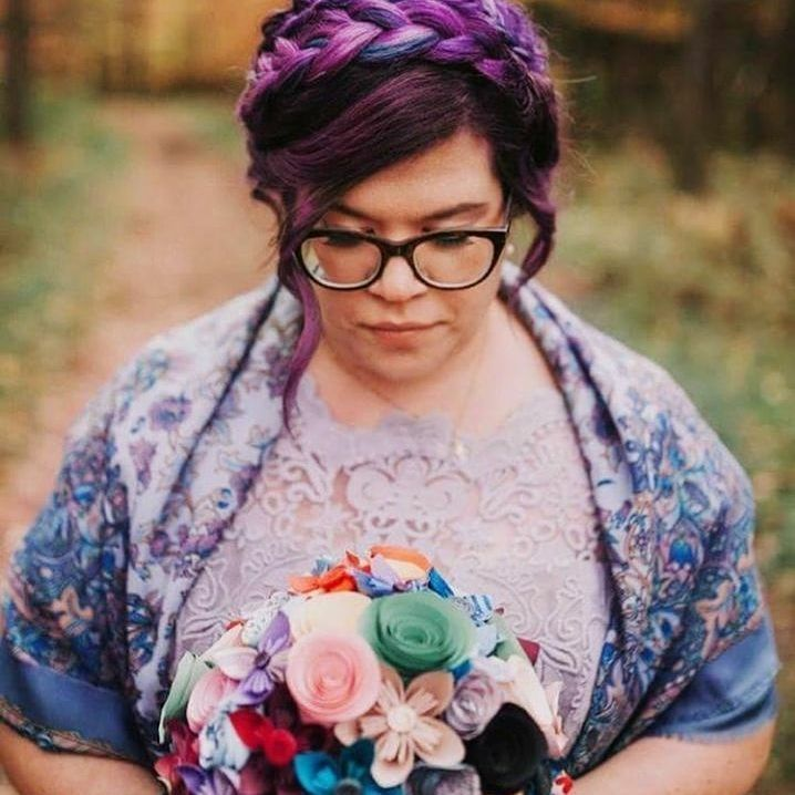 Quirky Wedding Hairstyle: 17 Stunning Pics That Prove Brides Can Rock Bright Wedding